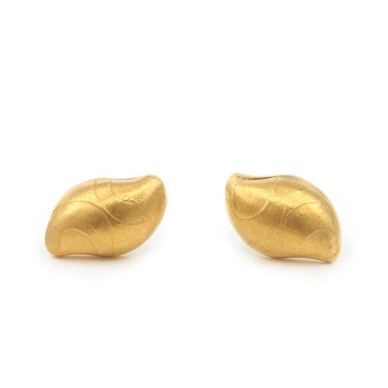 Small Gold Pebble Earrings E22