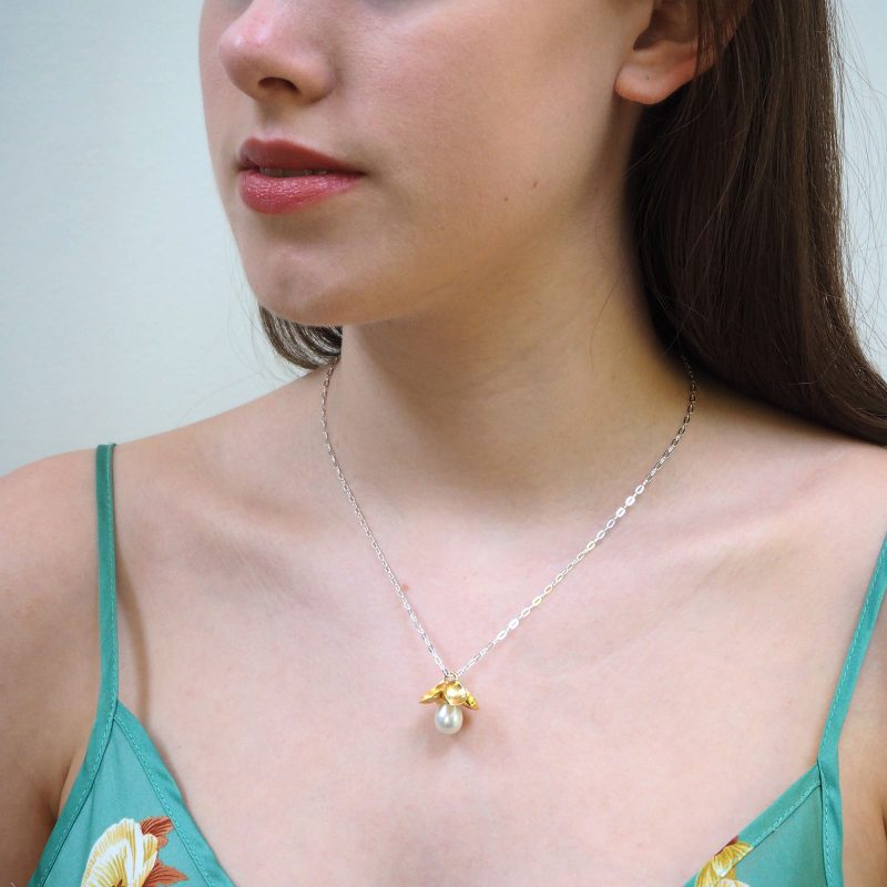 White Pearl and Gold Pendant P16